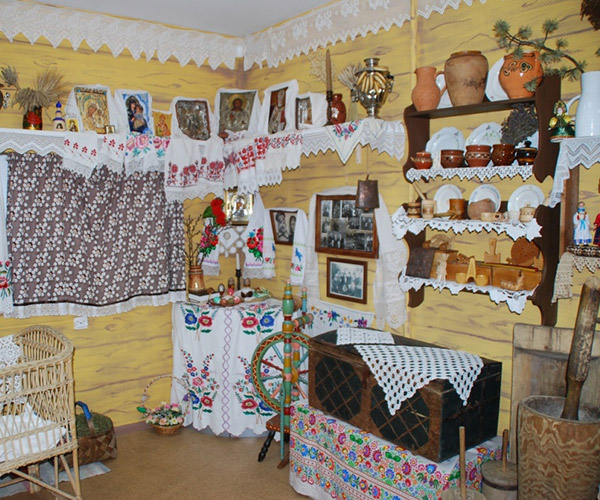 """Rowan Land"" museum of folk life and traditional crafts"
