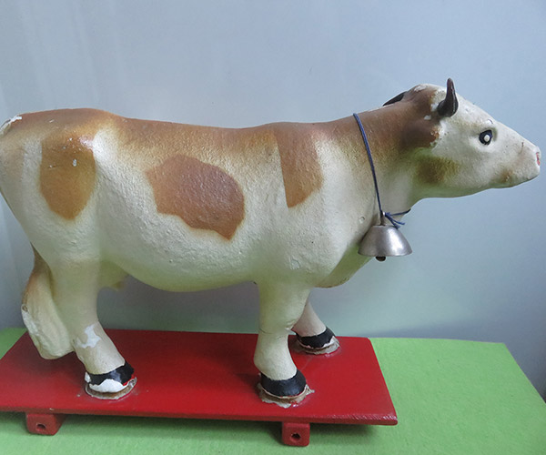 The Moo-Museum (a collection of objects depicting cows and bulls)